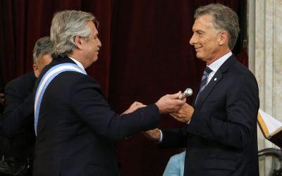 El primer mes aniversario, felicitaciones del FMI y nombramientos a la espera.